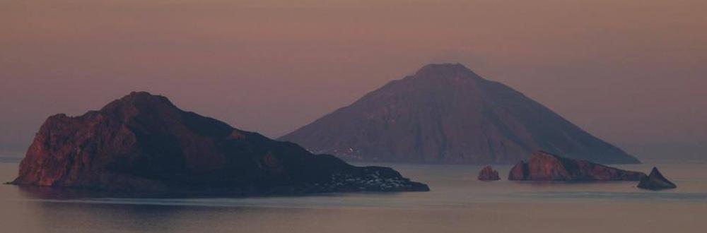 PANAREA_E_STROMBOLI-tramonto
