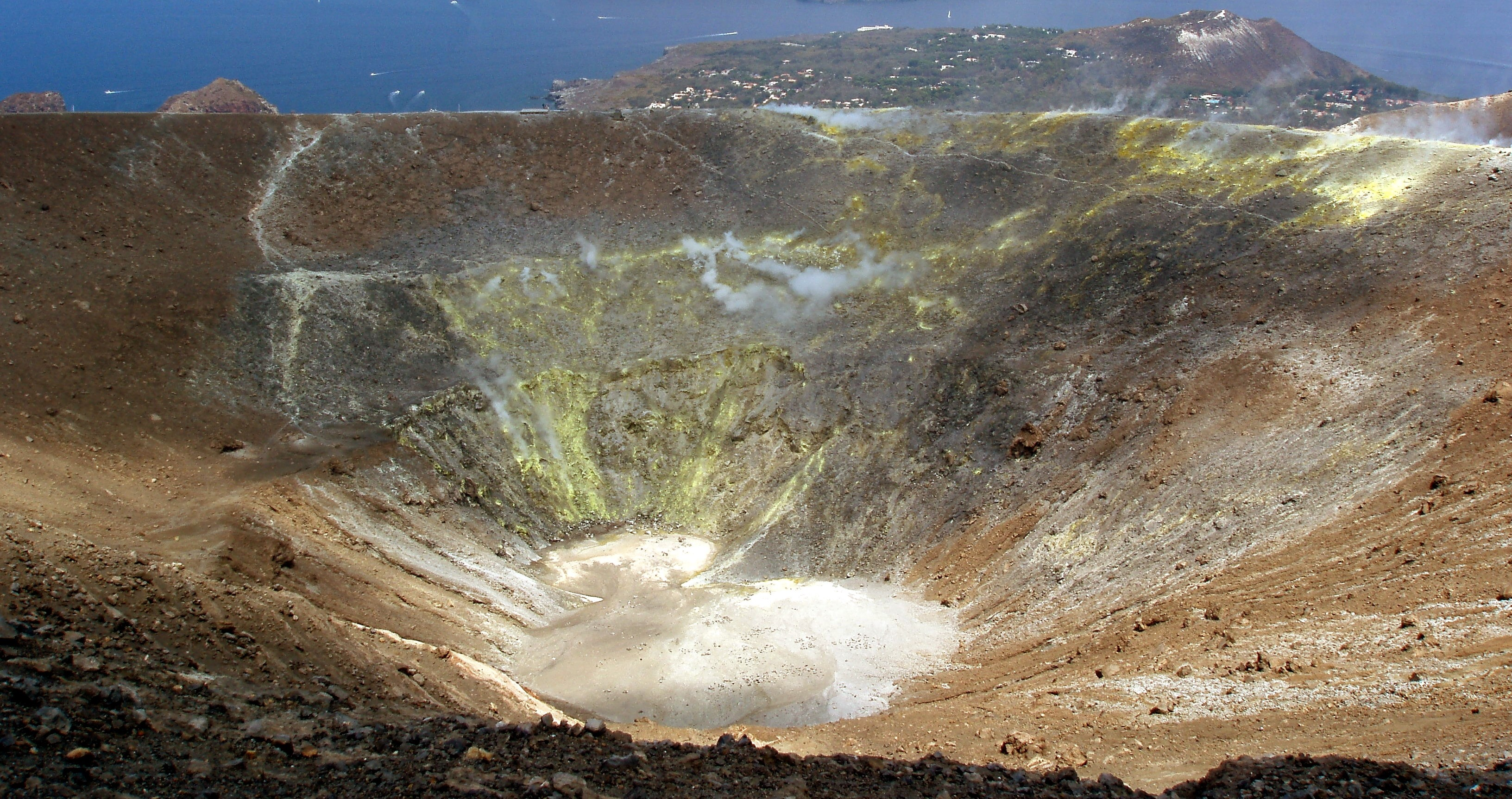 Scalata al cratere di Vulcano